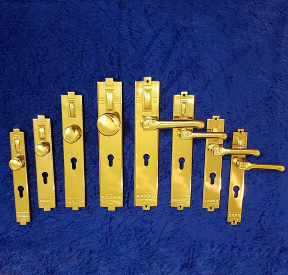 verschiedene Größen der Haustürgarnitur T16 - Messing-Zawadski