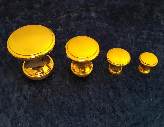 Knäufe in unterschiedlichen Größen - Produkte von Messing-Zawadski
