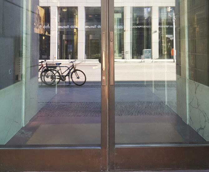 Referenz eines Außentürbeschlags von Messing-Zawadski